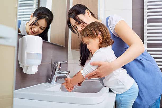 como lavarse las manos según la oms